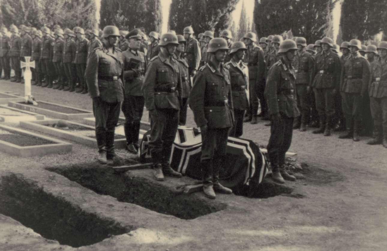 Κηδεία στο Κοιμητήριο Ζέιτενλικ -η μεγαλύτερη στρατιωτική νεκρόπολη της χώρας- στη Σταυρούπολη