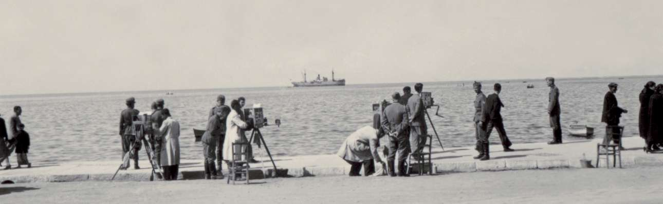 Πλανόδιοι φωτογράφοι στην παραλία της Θεσσαλονίκης