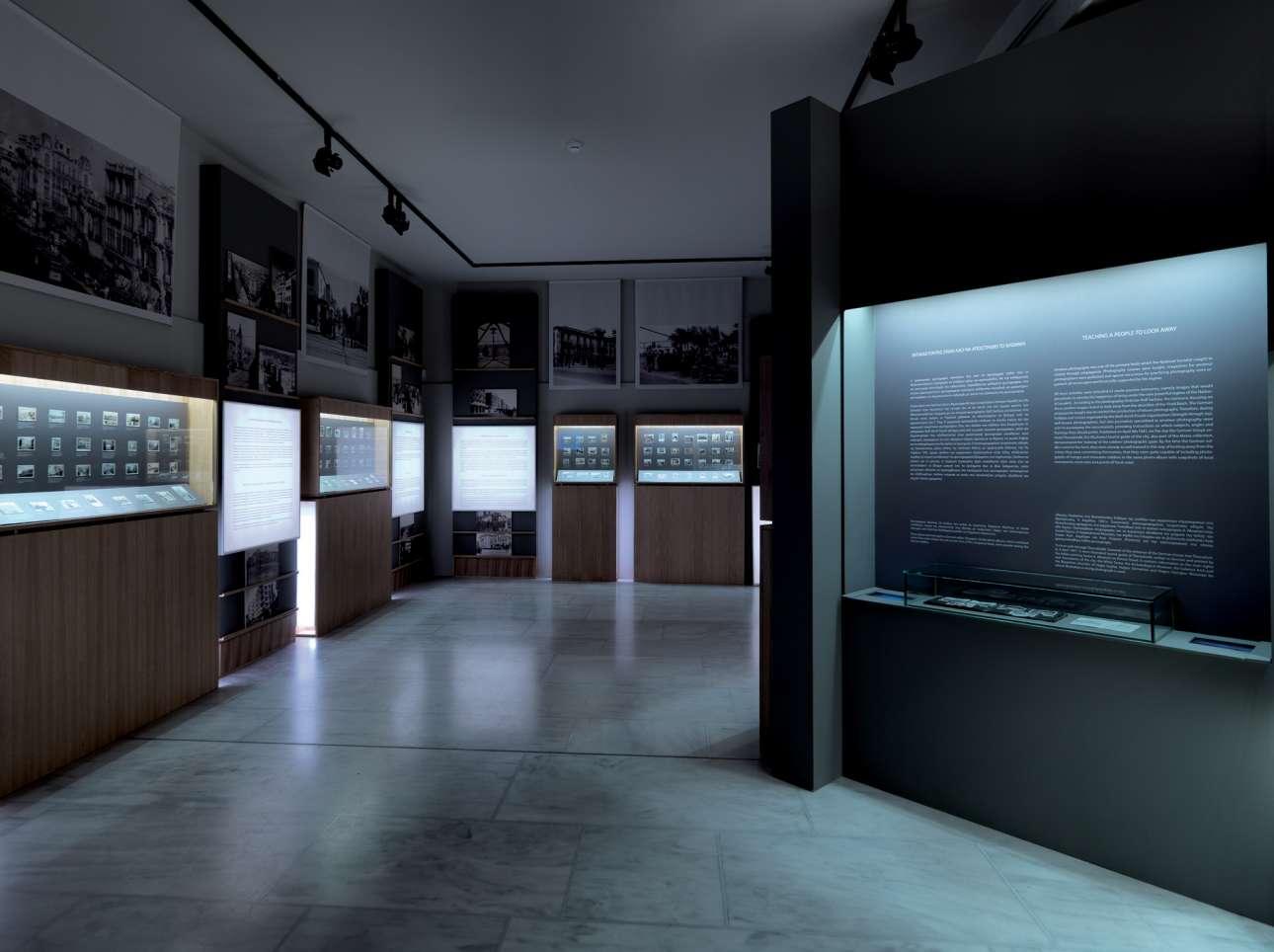 ΑΑποψη της έκθεσης «Στο Περιθώριο του Πολέμου» στο Μουσείο Βυζαντινού Πολιτισμού