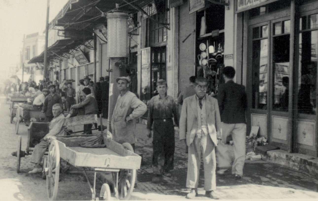 Οι γερμανοί κατακτητές παροτρύνονταν να κουβαλούν μαζί τους φωτογραφική μηχανή και να αποτυπώνουν καθημερινά στιγμιότυπα, θέλοντας με αυτό τον τόπο να αποτρέψουν την προσοχή από τις θηρωδίες που συνέβαιναν και να εστιάσουν σε μία επίπλαστη εικόνα ειρηνικής συμβίωσης κάτω από το Τρίτο Ράιχ