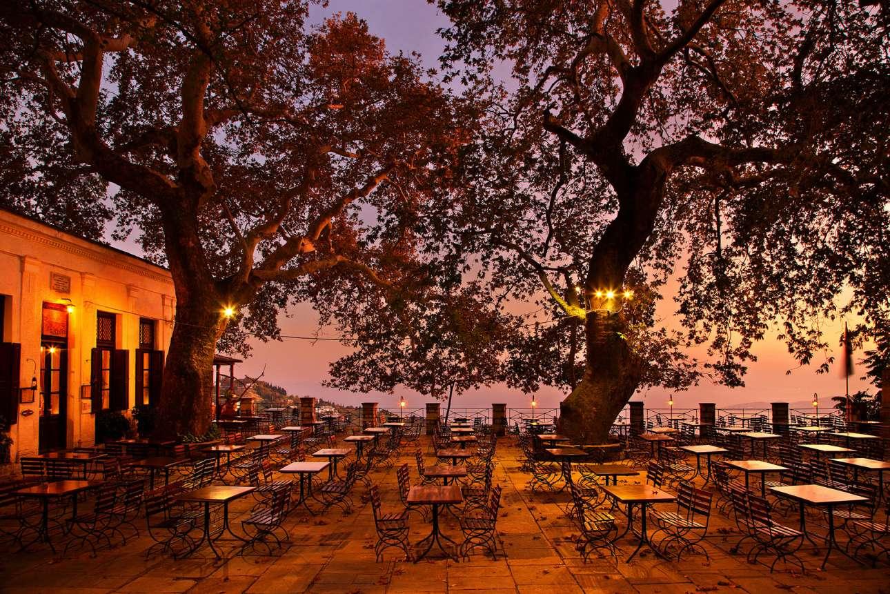 sh_68889538_The-square-of-Makrinitsa-after-sunset