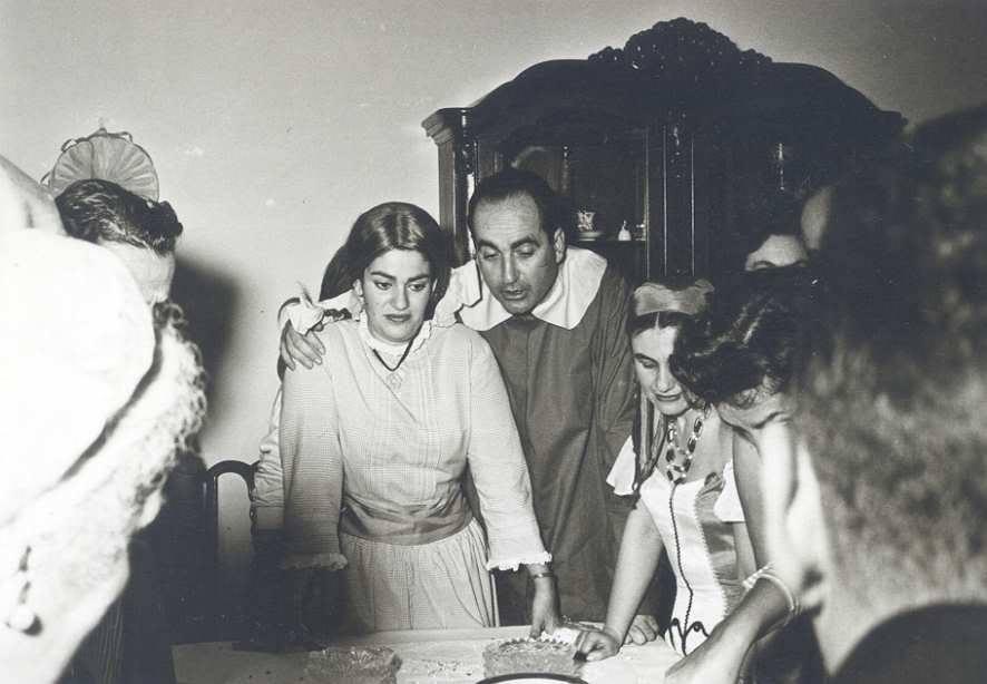 Ο Κωνσταντίνος Μητσοτάκης με τη σύζυγό του Μαρίκα στη γιορτή των Αποκριών, 29 Φεβρουαρίου του 1960.