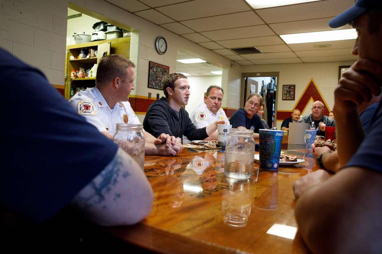 Απρίλιος 2017. Με τους άνδρες της πυροσβεστικής στο Ελκχαρτ της Ιντιάνα