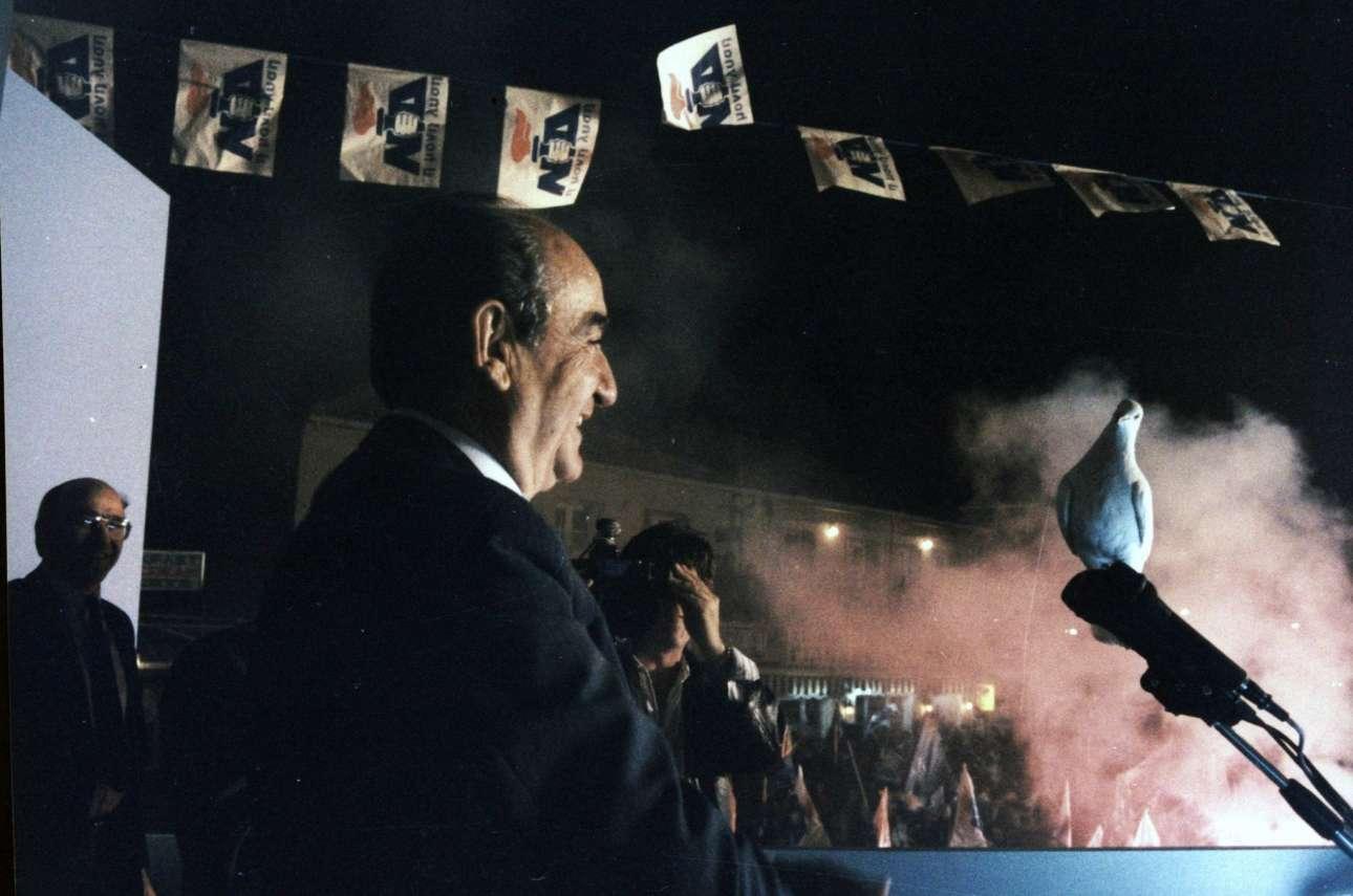 Απρίλιος του 1990, ομιλία του στην προεκλογική συγκέντρωση στην πλατεία του Αγίου Μάρκου στη Ζάκυνθο.