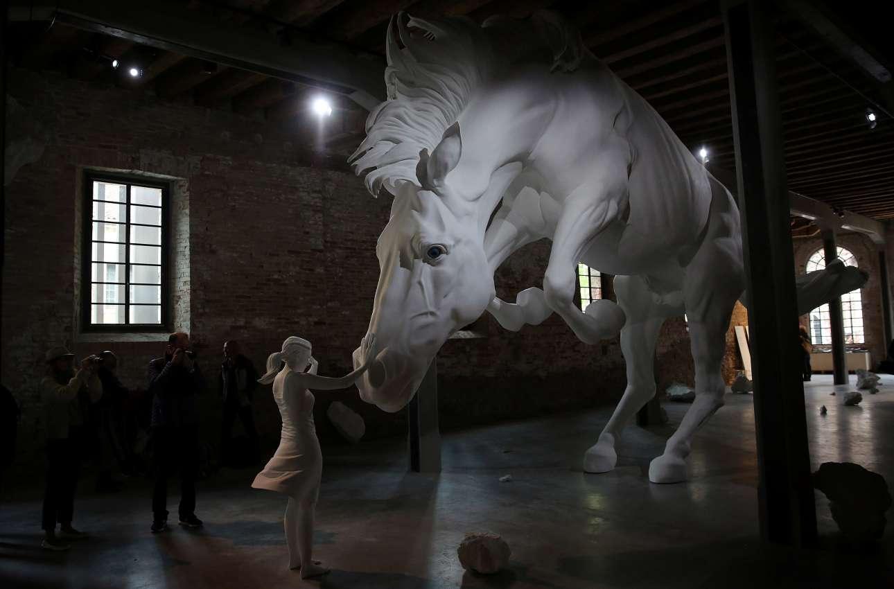 Tο περίπτερο της Αργεντινής που φιλοξενεί το έργο «Πρόβλημα με Αλογο» της Κλόντια Φοντές τράβηξε τα περισσότερα βλέμματα