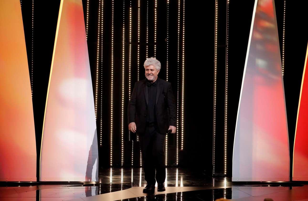 Ο Πέδρο Αλμοδόβαρ, πρόεδρος της Κριτικής Επιτροπής στο 70ο κινηματογραφικό φεστιβάλ, επί σκηνής