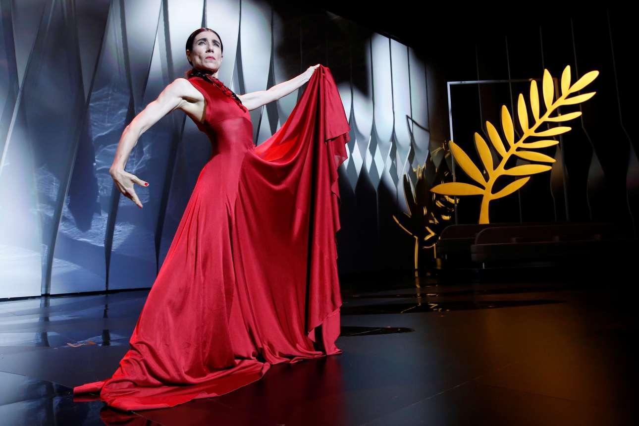 Η ισπανίδα χορεύτρια Μπλάνκα Λι επί σκηνής.