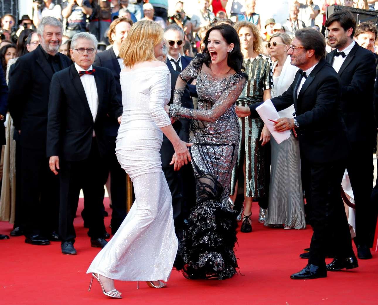 «Based on a True Story» (=Βασισμένη σε αληθινή ιστορία), αυτός είναι ο τίτλος της νέας ταινίας του Ρομάν Πολάνσκι που παρουσιάστηκε στο φεστιβάλ Καννών εκτός διαγωνιστικού προγράμματος. Πρωταγωνίστριες είναι η σύζυγος του σκηνοθέτη, Εμανουέλ Σενιέ (με το άσπρο φόρεμα), και η Ευα Γκριν