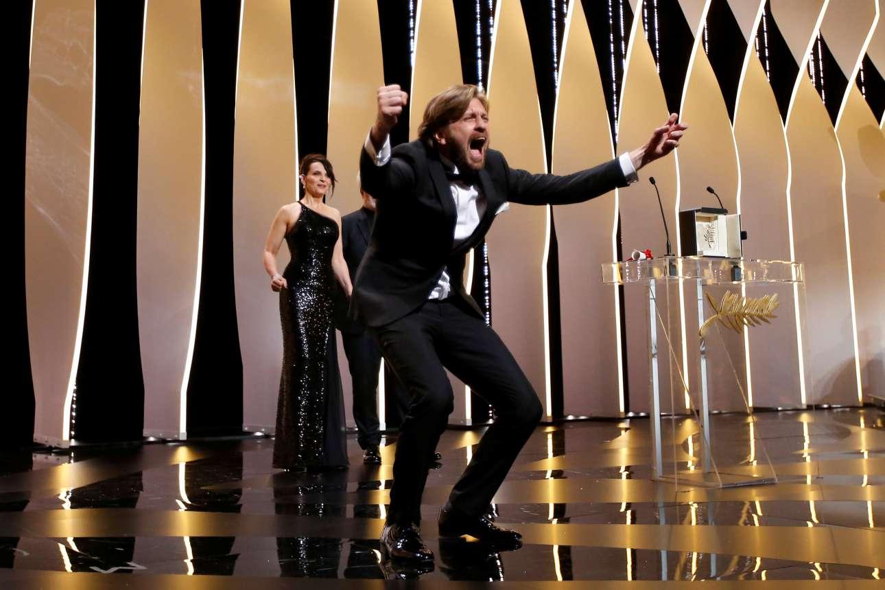 Αυτός ο Σουηδός «πήρε» τον Χρυσό Φοίνικα. Οι κριτικοί ήταν σίγουροι για τη μεγάλη νίκη του Ρούμπεν Εστλουντ, απ΄όταν είδαν τη νέα ταινία του στις Κάννες με τίτλο «The Square». Και ο ίδιος απ' ό,τι φαίνεται χάρηκε πολύ όταν ανακοινώθηκε η μεγάλη νίκη του. Ποιος είπε ότι οι Σουηδοί είναι ψυχροί στις αντιδράσεις τους;