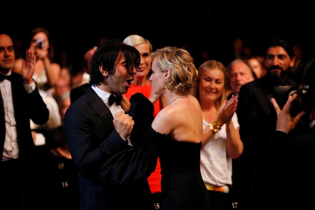 Η Νταϊάν Κρούγκερ κοιτάζει στα μάτια τον σκηνοθέτη της, Φατίχ Ακίν, που πετάει από χαρά. Στο στιγμιότυπο μόλις ανακοινώθηκε ότι η Κρούγκερ κέρδισε το βραβείο Καλύτερης Ηθοποιού για την ταινία «In the fade»