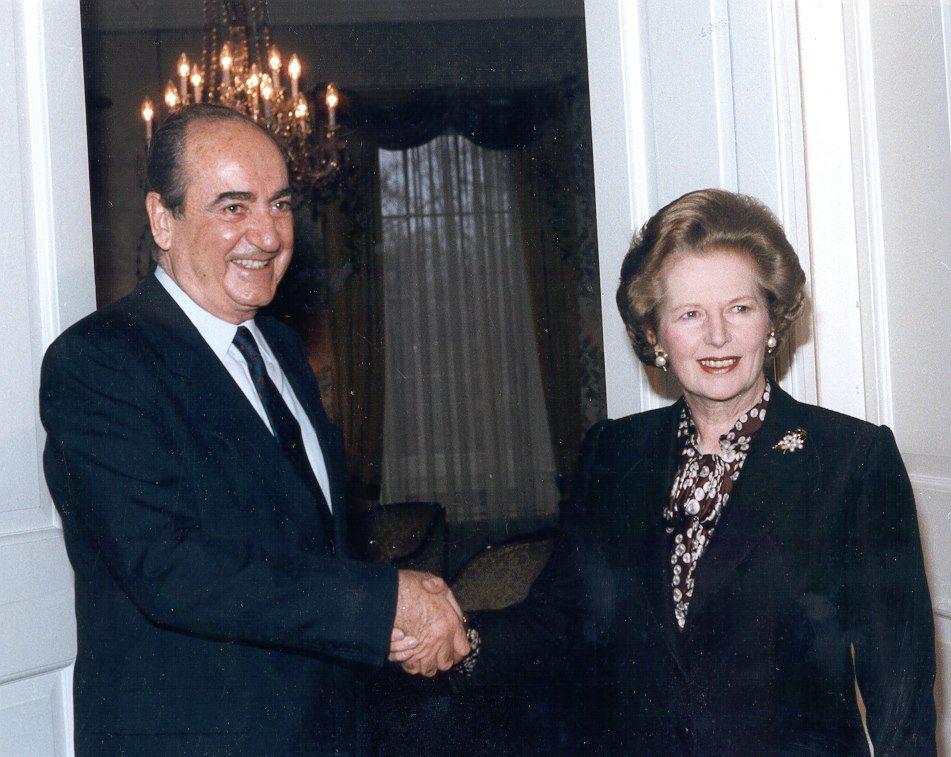 Στις αρχές της δεκαετίας του 1990, σε συνάντηση με την τότε πρωθυπουργό της Βρετανίας Μάργκαρετ Θάτσερ