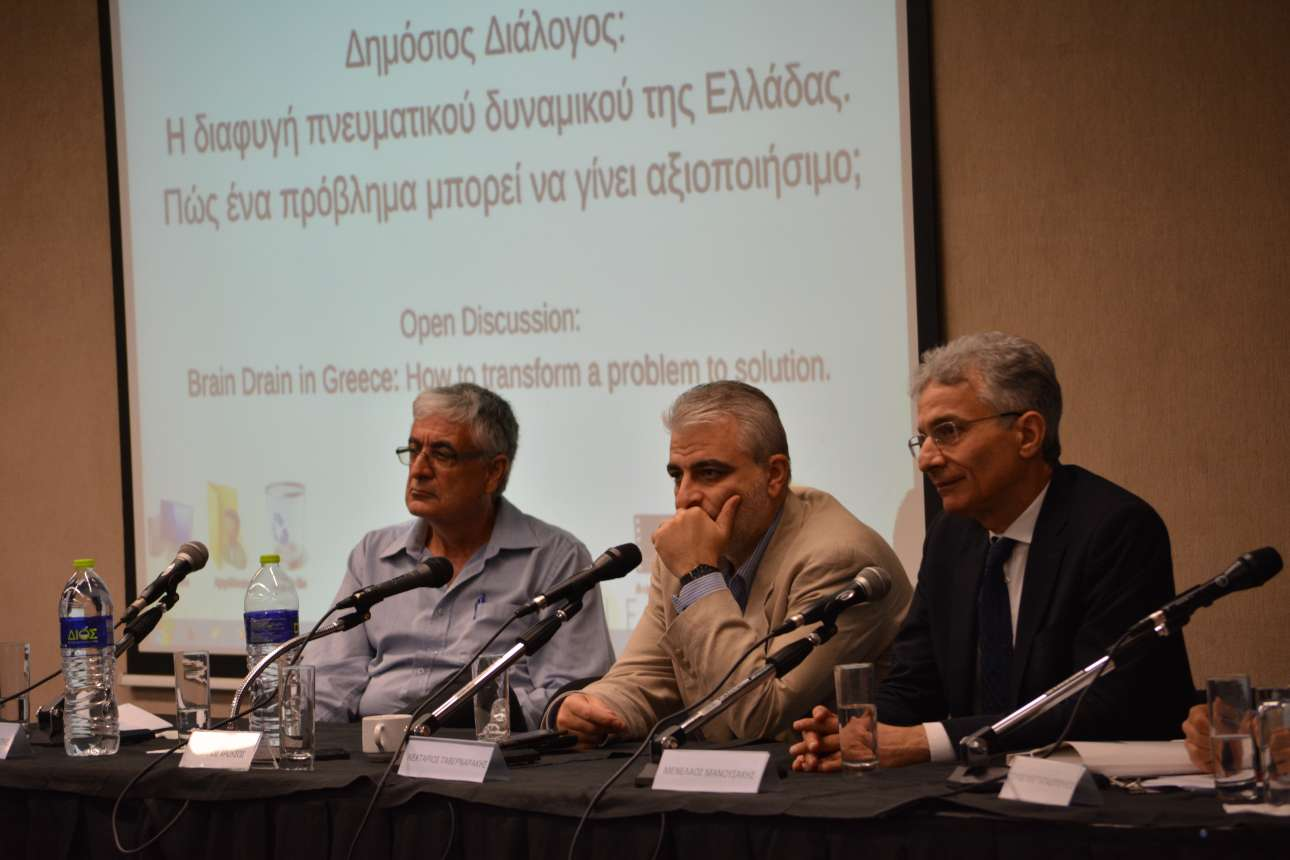 Στιγμιότυπο από το πάνελ της εκδήλωσης. διακρίνονται οι Μενέλαος Μανουσάκης (δεξιά), Νεκτάριος Ταβερναράκης (μέσον) και ο συντονιστής Πολυδεύκης Παπαδόπουλος (αριστερά)