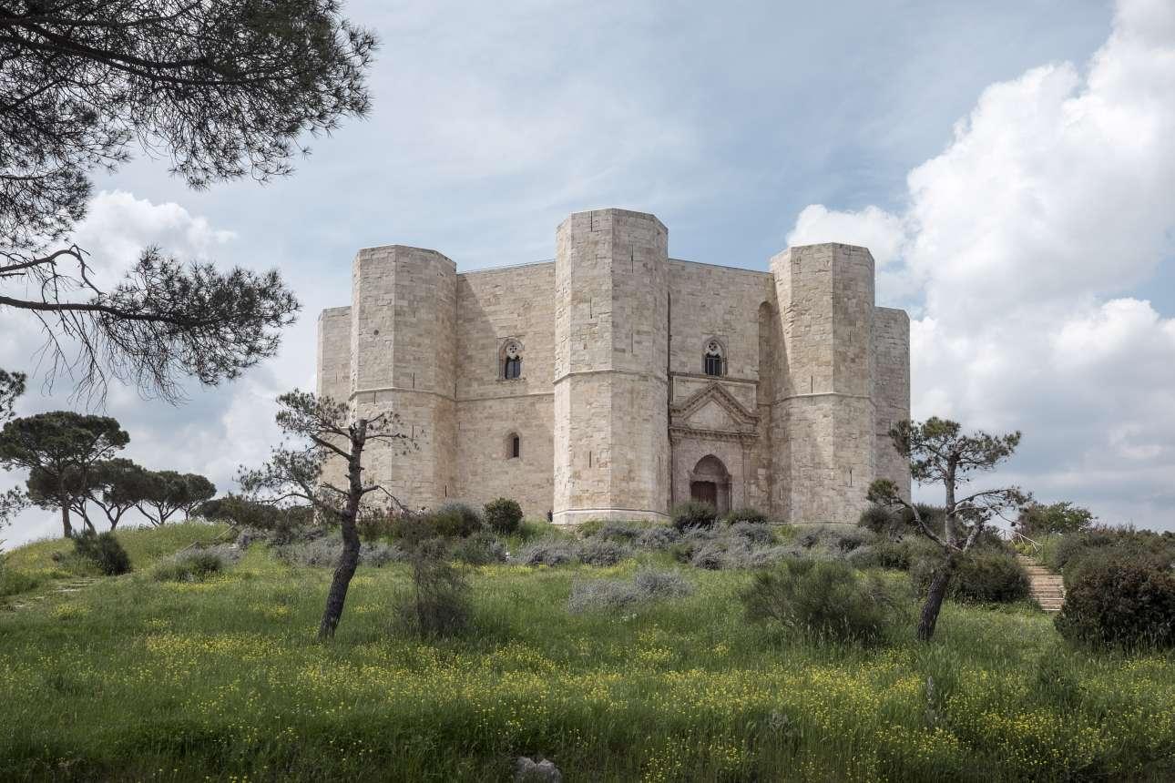 Castel_del_Monte,_Andria_wiki_Luca Lombardi