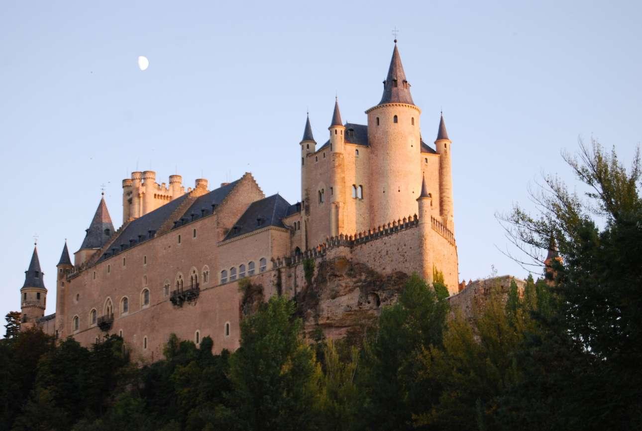 Exterior_Alcazar_Segovia_WIKI_carthesian