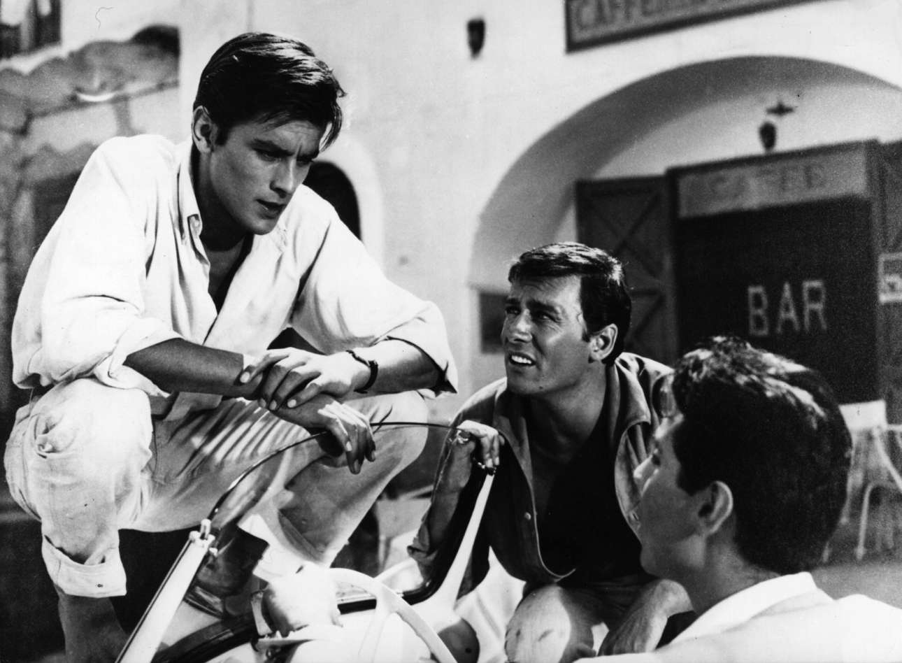 O Αλέν Ντελόν με τον Μορίς Ρονέ (στο μέσον) στο «Γυμνοί στον Ηλιο» (1960) του Ρενέ Κλεμάν