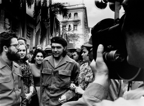 """This handout photo released by La Fabrica on September 1, 2008 shows Cuban-Argentinian Ernesto """"Che"""" Guevara (C) walking in the 1960's in Havana. The photo was taken by Cuban photographer Alberto Korda and is included in the book """"Korda, conocido, desconocido"""" published by La Fabrica and dedicated to the works of Korda. AFP PHOTO/ALBERTO KORDA - RESTRICTED TO EDITORIAL USE - NO SALES - NO ARCHIVES (Photo credit should read ALBERTO KORDA/AFP/Getty Images)"""
