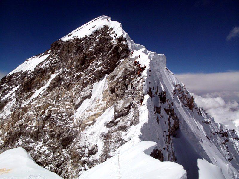 Κοντινό πλάνο του Hillary Step που αποτελούσε το τελευταίο εμπόδιο για τους ορειβάτες πριν την φτάσουν στην κορυφή του Εβερεστ (φωτό: Anselm Murphy)