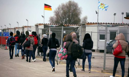 2017-05-02T121639Z_975784553_RC12386C5EF0_RTRMADP_3_EUROPE-MIGRANTS-GERMANY-MUSLIMS (1)