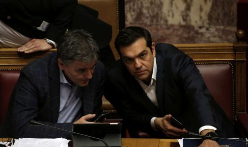 2017-05-18T191535Z_1080903520_RC160CB0AA20_RTRMADP_3_EUROZONE-GREECE-PARLIAMENT-VOTE