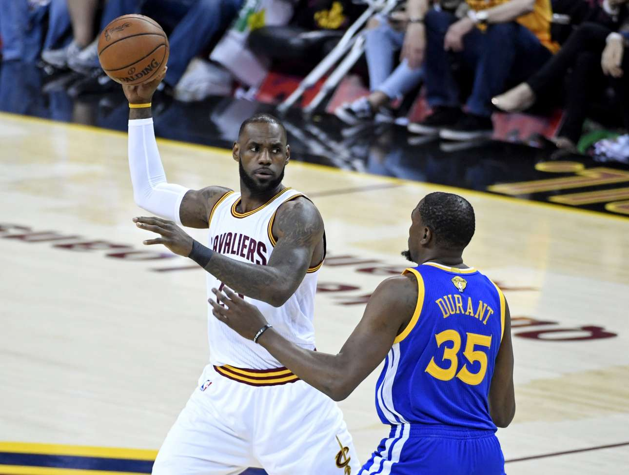 2017-06-08T013423Z_2006171517_NOCID_RTRMADP_3_NBA-FINALS-GOLDEN-STATE-WARRIORS-AT-CLEVELAND-CAVALIERS