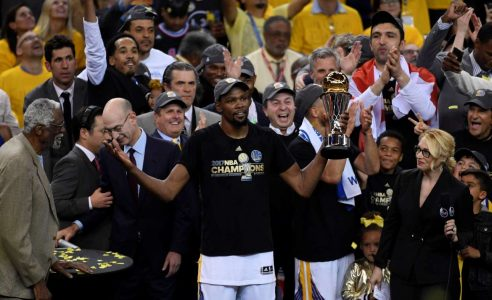 2017-06-13T044257Z_728718266_RC1B32C066A0_RTRMADP_3_BASKETBALL-NBA-FINALS