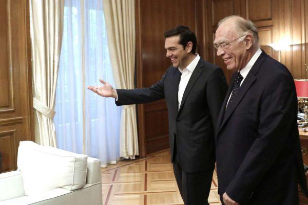 O Πρωθυπουργός υποδέχεται τον Βασίλη Λεβέντη