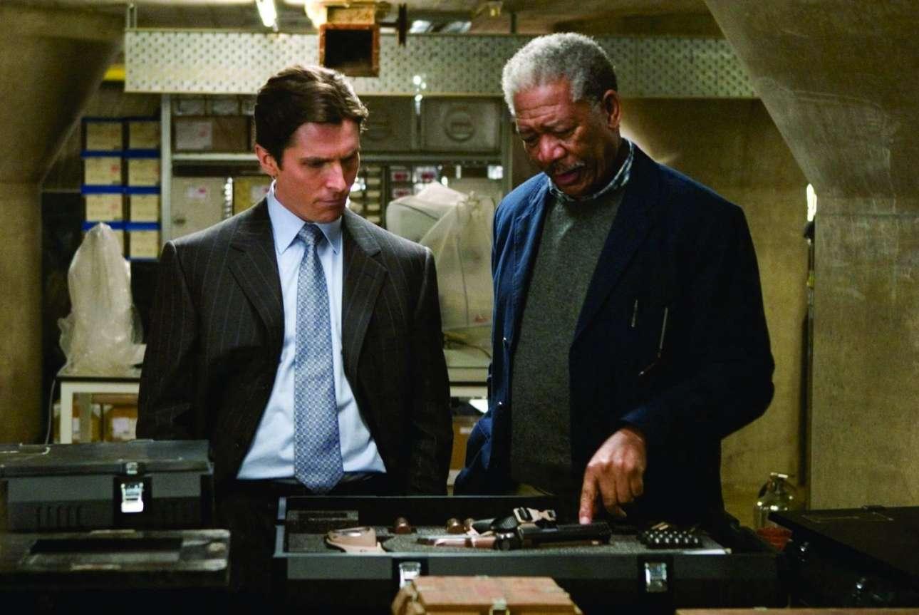 Ως Λούσιους Φοξ στο «Batman Begins» (2002) με τον Κρίστιαν Μπέιλ