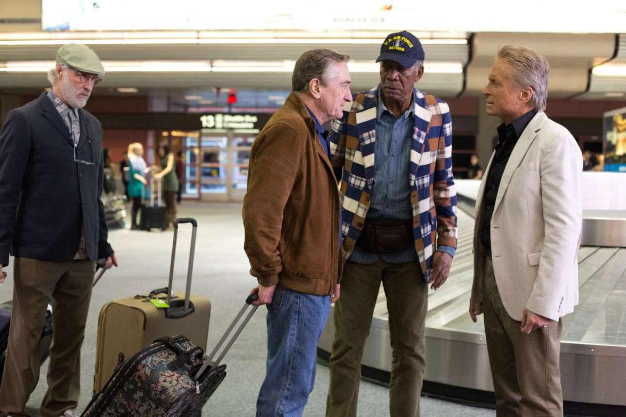 Παρακολουθώντας τον Ρόμπερτ Ντε Νίρο και τον Μάικλ Ντάγκλας να τσακώνονται στο «Last Vegas» (2013). Αριστερά ο Κέβιν Κλάιν