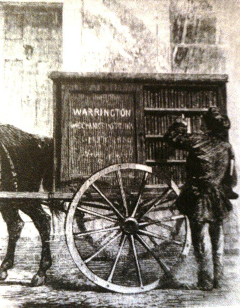 Σκίτσο της κινητής βιβλιοθήκης Γουάρινγκτον, της πρώτη κινητής βιβλιοθήκης που εμφανίστηκε στην Βρετανία το 1858. Το περιοδικό Illustrated London News δημοσίευσε το παραπάνω σκίτσο το 1960, γράφοντας πόσο δύσκολο είναι να «πείσεις τους άνδρες που εργάζονται να πλύνουν τα πρόσωπα τους και να έρθουν στη βιβλιοθήκη να ζητήσουν ένα βιβλίο». Ωστόσο, στον πρώτο χρόνο λειτουργίας της βιβλιοθήκης Γουάρινγκτον, αναγνώστες δανείστηκαν 12.000 βιβλία