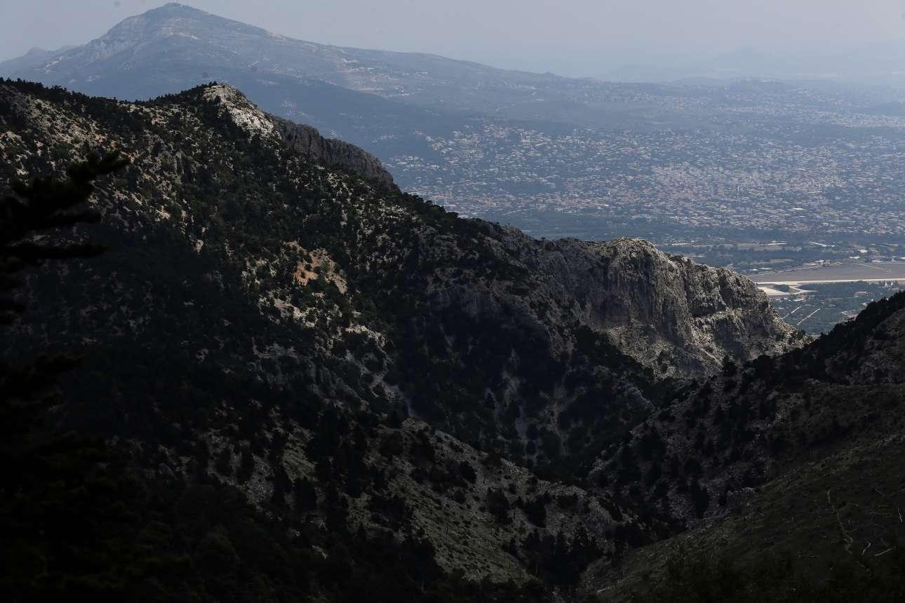 Η Πάρνηθα αποτελεί τον πιο σημαντικό πνεύμονα πρασίνου της Αττικής αλλά και τον βασικότερο μηχανισμό μείωσης της θερμοκρασίας του αέρα που ρέει από τον Βορρά προς την Αθήνα
