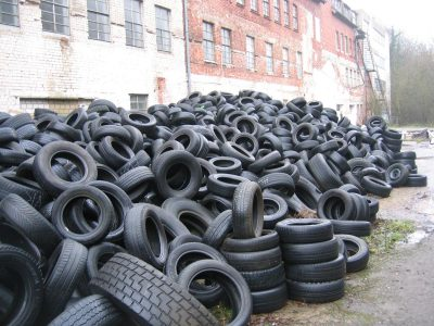 used-dumped-various-car-tires-02