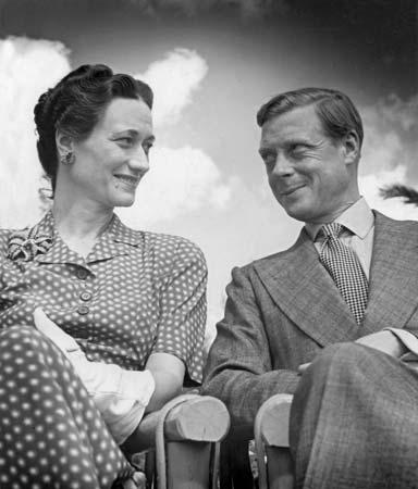 Ο Δούκας και η αμερικανίδα σύζυγός του (φωτο: Britannica)
