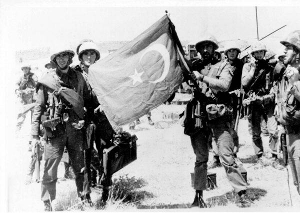 Τούρκοι στρατιώτες κατά την εισβολή του 1974 (ΑΠΕ)