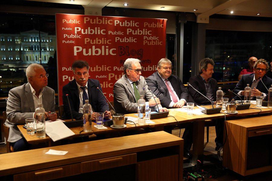 """Οι Γιάννης Πρετεντέρης (Α), δημοσιογράφος, Σωτήρης Ντάλης (2 Α), επικ. καθηγητής Διεθνών Σχέσεων, Ευάγγελος Βενιζέλος, πρώην αντιπρόεδρος της Κυβέρνησης, Πέτρος Τατσόπουλος (2 Δ), συγγραφέας και πρώην βουλευτής και Βασίλης Καρατζάς (Δ), διευθύνων σύμβουλος Levant Partners, παρουσιάζουν το βιβλίο του Αχμέτ Ινσέλ """"Η Νέα Τουρκία του Ερντογάν – Από το δημοκρατικό όνειρο στην αυταρχική εκτροπή"""", Αθήνα Τετάρτη 5 Ιουλίου 2017. Τη συζήτηση συντόνισε ο δημοσιογράφος Άλκης Κούρκουλας (Κ). ΑΠΕ-ΜΠΕ/ΑΠΕ-ΜΠΕ/ΟΡΕΣΤΗΣ ΠΑΝΑΓΙΩΤΟΥ"""