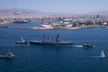(Ξένη Δημοσίευση) Μεταφορά του θωρηκτού Γ. Αβέρωφ στην μόνιμη θέση ελλιμενισμού του, στο Άλσος Ναυτικής Παράδοσης, στη Μαρίνα Φλοίσβου στο Τροκαντερό, μετά την επιτυχή ολοκλήρωση των προγραμματισμένων εργασιών δεξαμενισμού, συντήρησης και επισκευής του σκάφους, από τα ναυπηγεία Σκαραμαγκά, Τετάρτη 26 Ιουλίου 2017. ΑΠΕ-ΜΠΕ/Γ.Ε.Ν./STR