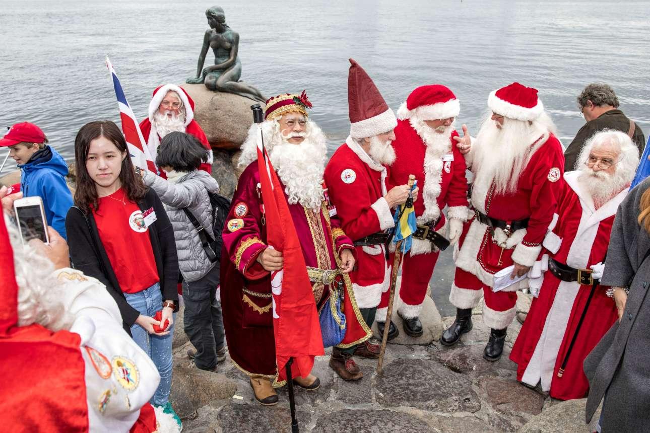 Φωτογραφία με  την γνωστή μικρή γοργόνα της Κοπεγχάγης