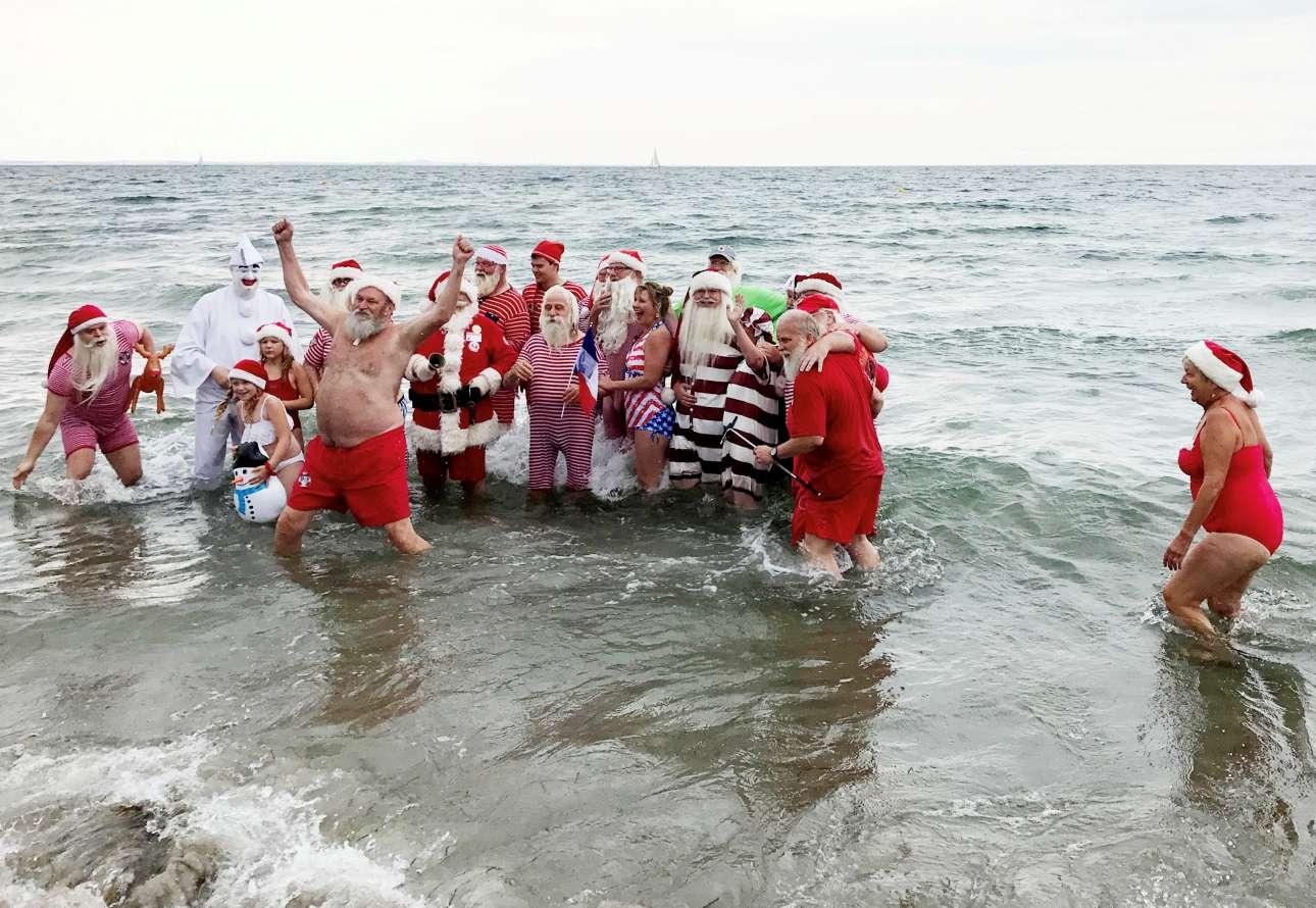 Μια αναμνηστική φωτογραφία στην θάλασσα που σίγουρα δεν θυμίζει Ελλάδα