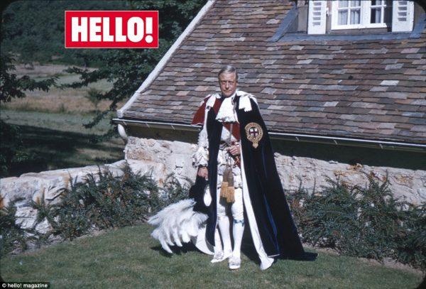 Ο Δούκας ποζάρει για το Hello