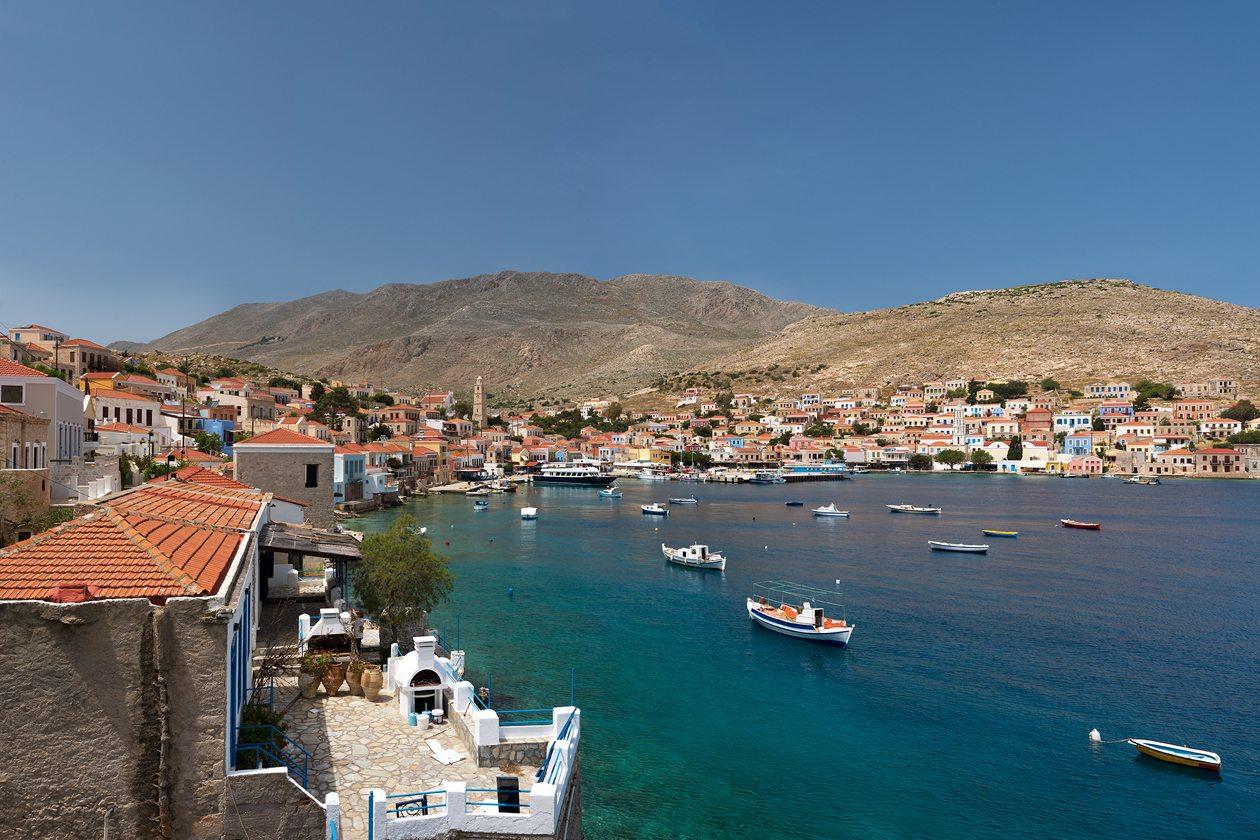 Χάλκη, Δωδεκάνησα: πληθυσμός 478. Το άγονο νησί της Χάλκης, δίπλα στη Ρόδο, μπήκε στη λίστα για το γραφικό λιμάνι και τα εκπληκτικά βενετσιάνικα κτίρια στο Νημποριό