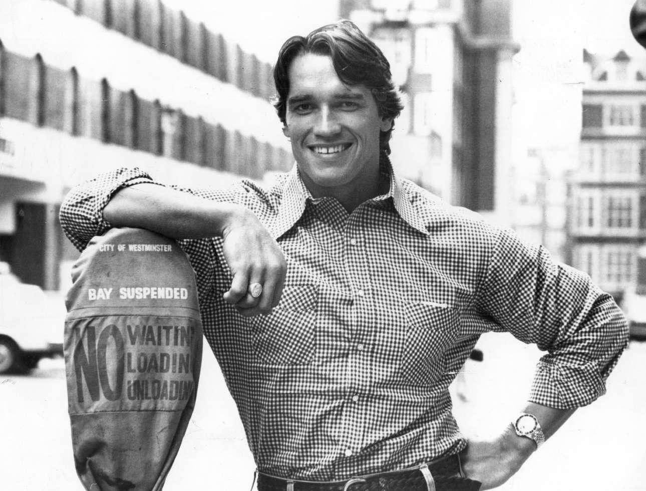 Σεπτέμβριος 1977, Λονδίνο. Ως πέντε φορές Μr Olympia ο Σβαρτσενέγκερ ποζάρει χτίζοντας τη δημόσια εικόνα του και ελπίζοντας σε μια καριέρα ηθοποιού