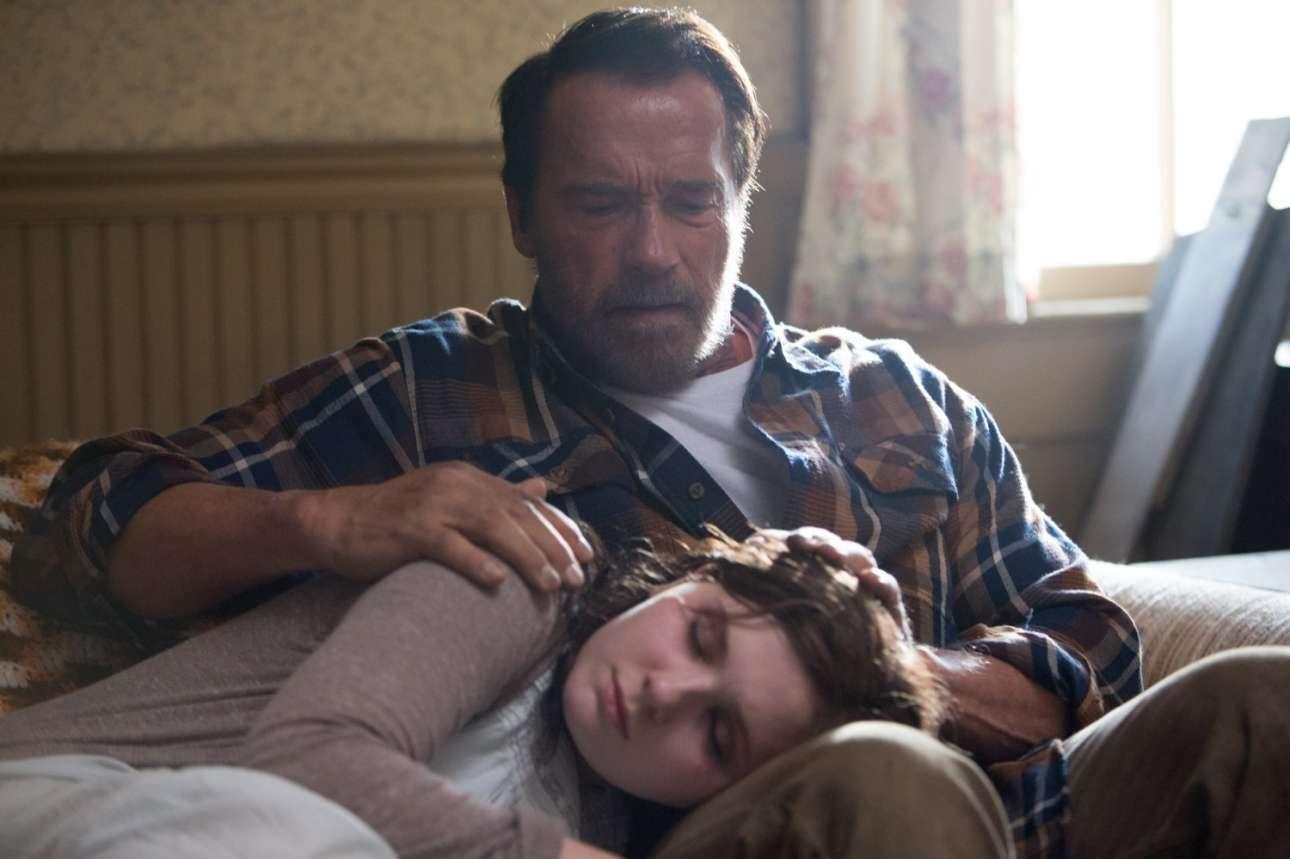 Με την Αμπιγκεϊλ Μπρέσλιν στο «Maggie» το 2015. Ο Σβαρτσενέγκερ δοκιμάζει κάπως σε δραματικούς ρόλους. Κάπως. Διότι παίζει έναν πατέρα που προστατεύει την κόρη του αλλά εκείνη σιγά σιγά μετατρέπεται σε ζόμπι. Τι απόφαση θα πάρει στο τέλος ο δύσμοιρος πατέρας;