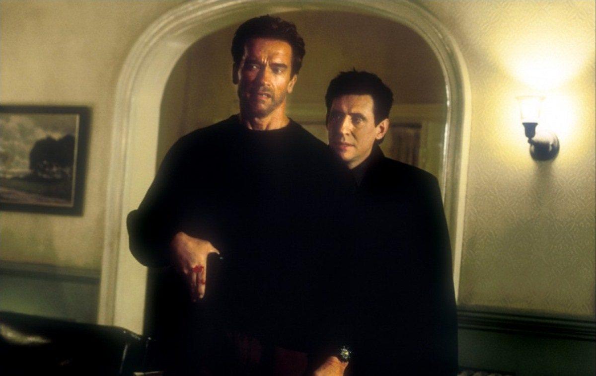 Με τον σατανικό Γκάμπριελ Μπερν στο «End of Days» το 1999. Καθώς τελειώνει η χιλιετία οι ταινίες για το τέλος του κόσμου ήταν αμέτρητες. Μία γυρίστηκε και για τον «Αρνι»