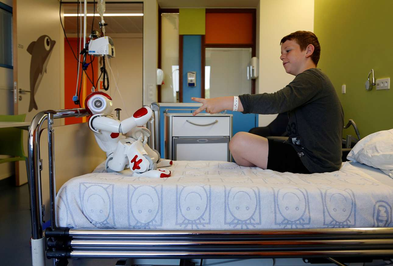 Στο νοσοκομείο ΑΖ Ντέμιαν στο Βέλγιο εργάζεται το ανδροειδές «Ζόρα». Η «Ζόρα» έχει σχεδιαστεί για να διασκεδάζει τους ασθενείς και να προσφέρει βοήθεια στους νοσηλευτές