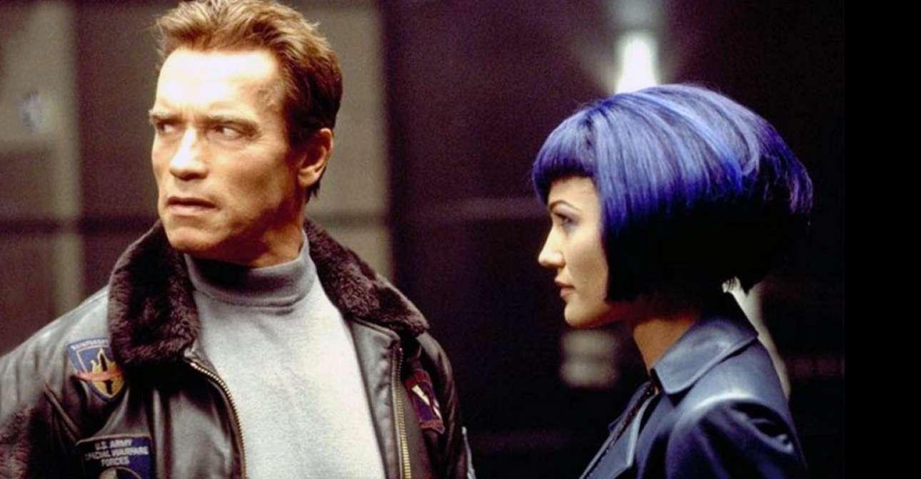 Με τη Σάρα Γουίντερ στο θρίλερ φαντασίας «6η Ημέρα» το 2002. Η ταινία πήγε άπατη και δικαιολογημένα. Ο Αρνολντ πρέπει ήδη να σκεφτόταν να το γυρίσει στην πολιτική