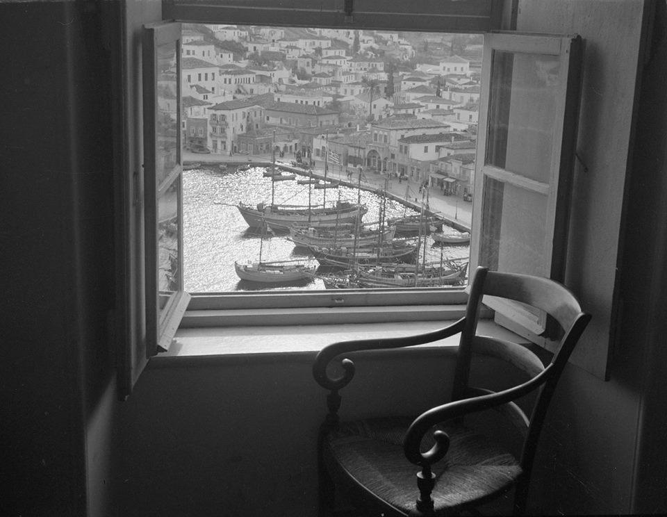 Θέα στο γραφικό λιμάνι της Υδρας, 1948