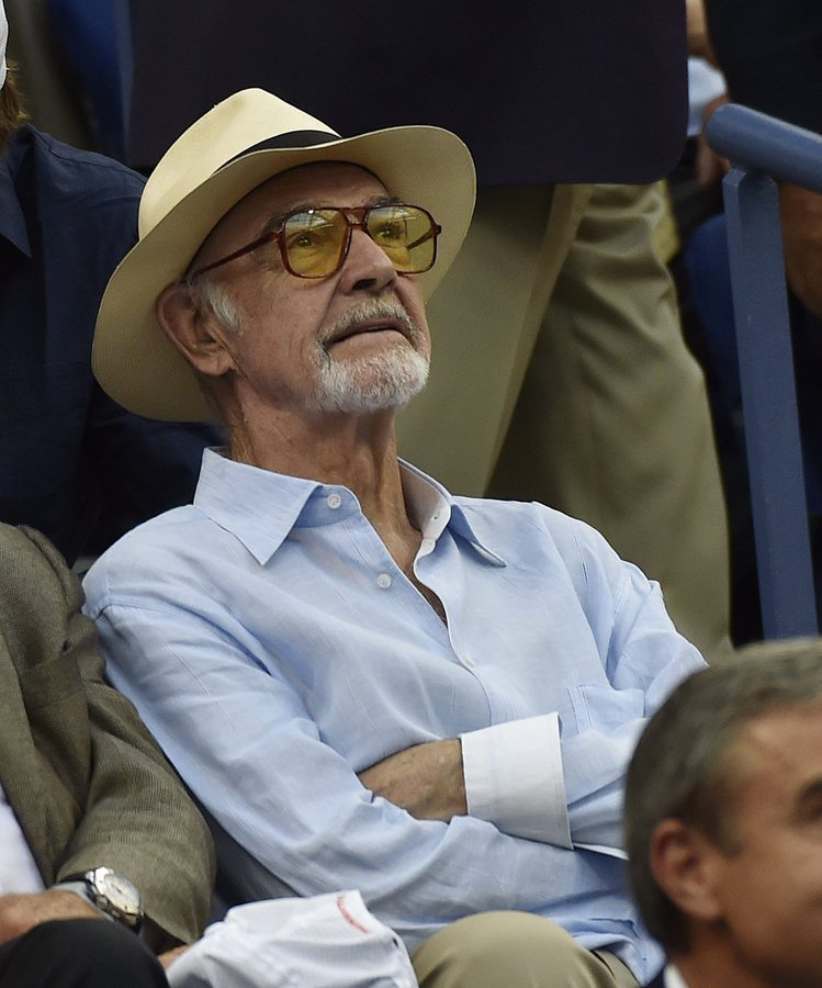 epa04926193 Scottish actor Sean Connery watches as Novak Djokovic of Serbia plays Marin Cilic of Croatia during their Semifinals round match on the twelfth day of the 2015 US Open Tennis Championship at the USTA National Tennis Center in Flushing Meadows, New York, USA, 11 September 2015. The US Open runs through 13 September, which is a return to a 14-day schedule. EPA/JOHN G. MABANGLO