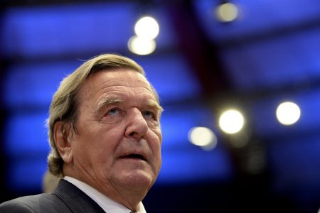epa06049251 Former German Chancellor Gerhard Schroeder attends the extraordinary federal party conference of the German Social Democratic Party (SPD) at the Westfalenhalle in Dortmund, Germany, 25 June 2017. The SPD holds their extraordinary federal party convention to elect the party board and adopt the party's manifesto for the general elections in Germany which are scheduled for 24 September 2017.  EPA/SASCHA STEINBACH