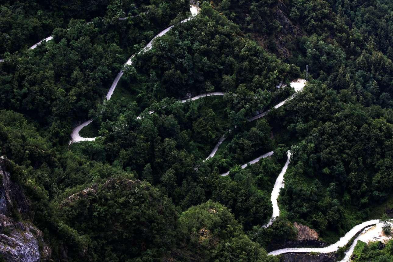 Ο δρόμος από μάρμαρο στο λατομείο Cervaiole στο βουνό Αλτίσιμο. Ο Μικελάντζελο είχε σχεδιάσει μία διαδρομή που θα μπορούσε να μεταφέρει κομμάτια λευκού μαρμάρου από το βουνό στη Φλωρεντία, για να χρησιμοποιηθούν στη διακόσμηση της πρόσοψης της εκκλησίας του Σαν Λορέντζο