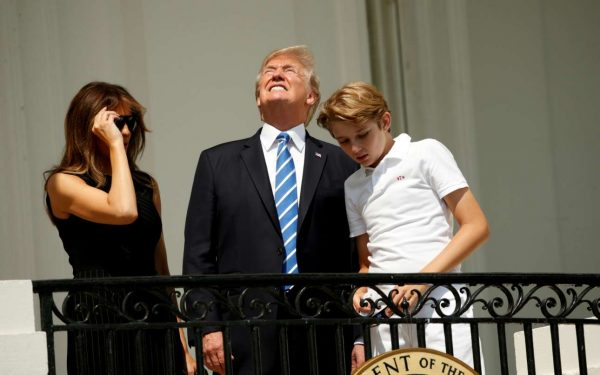 2017-08-21T200638Z_52551884_RC1A923745F0_RTRMADP_3_SOLAR-ECLIPSE-USA-TRUMP