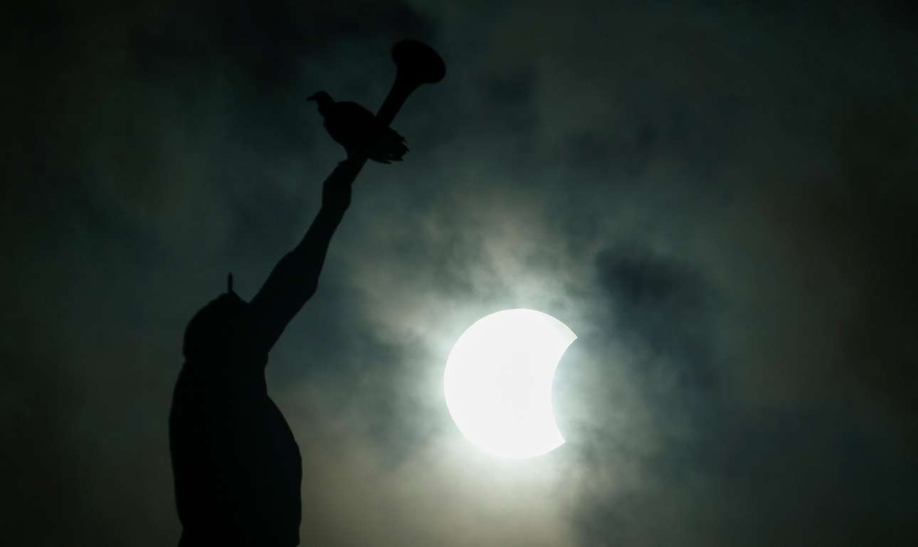 2017-08-21T220451Z_1200826224_RC18D74CAC20_RTRMADP_3_SOLAR-ECLIPSE-BRAZIL